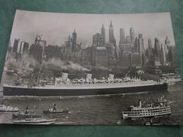 Le QUEEM MARY à Son Arrivée à NEW-YORK - Boats