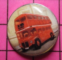 113D Pin's Pins / Beau Et Rare / THEME : TRANSPORTS / AUTOBUS A IMPERIALE LONDRES ANNEES 50/70 - Trasporti