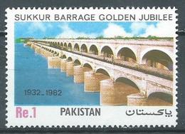 Pakistan YT N°558 Barrage Sukkur Neuf ** - Pakistán