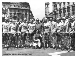PHOTO REENFORCÉE, GRANDE QUALITÉ, TEAM IGNIS 1957 ( FORMAT 15 X 20 ) - Ciclismo