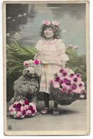 L330A0259 - Fillette Et Son Caniche Avec Des Paniers De Fleurs - D&C Série 24 5 - Escenas & Paisajes