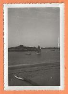 PHOTO ORIGINALE 1938 - BRETAGNE TRÉGASTEL PLAGE LES BRISANTS - Places
