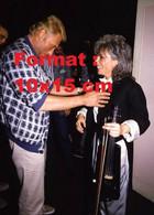 Reproduction D'une Photographie Ancienne De Johnny Hallyday Avec Catherine Lara En 1986 - Riproduzioni