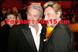 Reproduction D'une Photographie Ancienne De Johnny Hallyday Avec Alain Delon - Riproduzioni