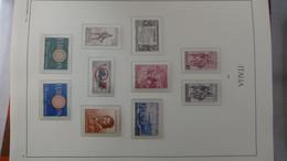 S27 Belle Collection D'Italie Timbres ** (peu D'oblitéré) En Reliure LEUCHTTURM De 1960 à 1979 . Voir Commentaires!!! - Collections (with Albums)