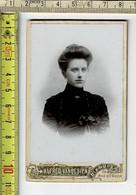 Kl 137 - PHOTO  FEMME - FOTO  VROUW - PHOTOGRAPHIE : ALFRED VANBESIEN DIXMUDE - Anciennes (Av. 1900)
