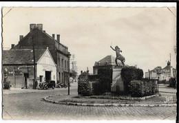 AVESNES  Sur HELPE (59) Monument Du Tambour Strauh Ed. Mercier 8, Cpsm Pf, Envoi 1955 - Avesnes Sur Helpe
