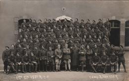 580 - CARTE PHOTO 1ère Cie 153è . CAMP BITCHE 193 ? . CHARLES MONTAG PHOTOGRAPHE RUE TEYSSIER BITCHE MOSELLE - Barracks