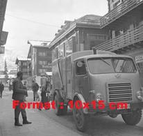 Reproduction Photographie Ancienne D'un Camion Poubelle Ochsner à Zermatt En Suisse En 1964 - Riproduzioni