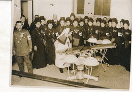 """Photo De Presse (18 X 24 Cm) : """"Nurse Of The Fourth Division..."""" Médecine, Infirmières (sans Date) (BP) - Oorlog, Militair"""