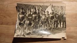 Cyclisme - Photographie Course De La Paix 1967 - Equipe De France Et Robert Oubron, Devenu Entraîneur National. - Unclassified