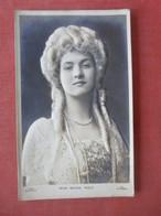 High Relief Embossed Miss Maude Fealy    Ref 4832 - Pubblicitari