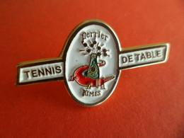 Pins Pin's - émail  Double Fixation Sponsort Perrier Crocodile ( Lacoste ) Tennis De Table NIMES Gard - Table Tennis