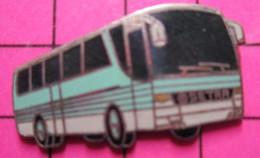 113a Pin's Pins / Beau Et Rare / THEME : TRANSPORTS / AUTOBUS ROUTIER SETRA BLEU CIEL ET BLANC - Transportation