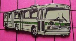 113a Pin's Pins / Beau Et Rare / THEME : TRANSPORTS / AUTOBUS URBAIN ARTICULE SETRA BLANC ET VERT - Transportation