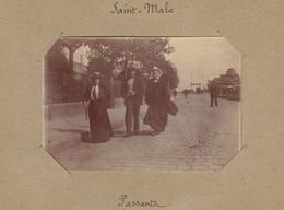 1896 Photo De Saint Malo Bretagne Passants - Luoghi