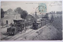 PACY-sur-EURE - La Gare - CPA Animée Peu Fréquente 1906 - Estaciones Sin Trenes