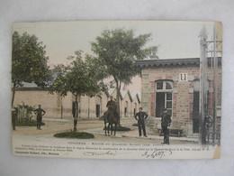 MILITARIA - VOUZIERS - Entrée Du Quartier Savary - Aile Droite (très Animée) - Barracks
