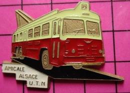 113a Pin's Pins / Beau Et Rare / THEME : TRANSPORTS / AUTOBUS ELECTRIQUE ANNEES 50/60 AMICALE ALSACE U.T.N - Transport