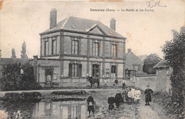 DOUAINS - La Mairie Et Les Ecoles - Sonstige Gemeinden