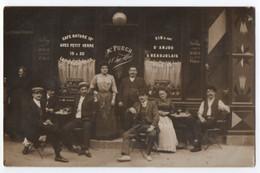 """CARTE PHOTO : CAFE RESTAURANT - MAISON PUECH """" A L'AMI ALFRED """" - VIN BLANC D'ANJOU ET BEAUJOLAIS - DUBONNET -z R/V Z- - Cafés"""