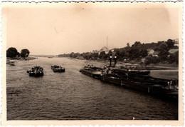 Photo Originale Remorquage De Péniches à Vapeur Sur Le Rhin & Rives à Identifier Vers 1940 - Bateaux