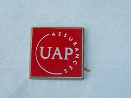 Pin's ASSURANCES UAP A - Banken