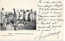 A/78        Afrique        Niger     Laitiéres Peuhl Attendant Le Lait - Niger