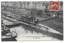 """50 CHERBOURG - Le Sous Marin """" ALGERIEN """" Dans La Forme De Radoub Apres Le Renflouement  ( 1 Angle Abimé) - Cherbourg"""