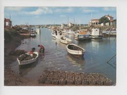 Marennes, Port De La Cayenne, Ostréiculteurs Débarquant Les Mannes D'huitres (artaud N°39) - Fishing
