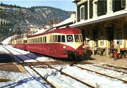 """TRAIN En Gare De MOREZ   Le Train St Claude Dijon ,composé De Deux """"ABJ 1"""" Dont Le X3005 En Tete Et D'un X 3800 RV - Morez"""