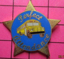 113B Pin's Pins / Beau Et Rare / THEME : TRANSPORTS / BUS SCOLAIRE JAUNE USA PERFECT ATTENDANCE - Trasporti
