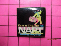 113c Pin's Pins / Beau Et Rare / THEME : TRANSPORTS / AUTOBUS USA KANSAS CITY , MO06 NAPT LEADING EVERY DAY - Transportation