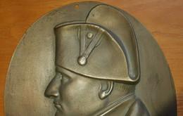 """MEDAILLON BRONZE""""NAPOLEON 1er""""BONAPARTE""""Buste Empereur""""Aigle Impérial""""Empire""""28,5 X 23 Cm - Bronzes"""