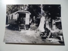 Photographie Roulotte De Gitan / Petites Soeurs Du Père De Foucauld En Mission 1953 - Fotografía