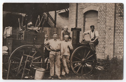 CARTE PHOTO : CANTINE ROULANTE MILITAIRE - CUISINIERS MILITAIRES - CUISINE REGIMENTAIRE - SOLDATS - 2 SCANS - - Oorlog 1914-18