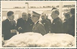 Vittorio Emanuele III In Visita Ad Una Fiera Durante Il Ventennio Fascista - Familias Reales