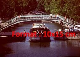 Reproduction Photographie Ancienne D'une Péniche Passant Le Pont Tournant De La Rue Dieu Sur Le Canal Saint-Martin Paris - Reproductions
