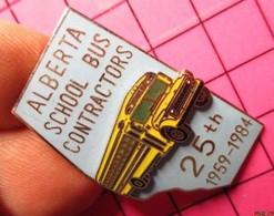113b Pin's Pins / Beau Et Rare / THEME : TRANSPORTS / CAR SCOLAIRE USA SCHOOL BUS CANADA Léger Relief ALBERTA 1959 1984 - Trasporti