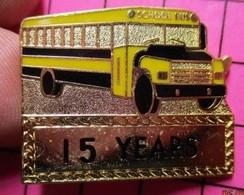 113b Pin's Pins / Beau Et Rare / THEME : TRANSPORTS / CAR SCOLAIRE USA SCHOOL BUS Double Attache 15 YEARS - Trasporti
