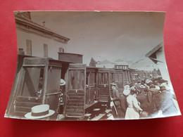 PHOTO 112 Mm X 80 Mm  THEME FERROVIAIRE / TRAIN ET GARE A SITUER / ANIMATION / DOS SCANNE - Eisenbahnen