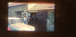 2 Photos Diapos Voiture Automobile Citroen Ami 6 Loire Atlantique 44  Vendée 85 Yvelines 78 Habitation église - Diapositives (slides)