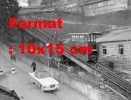 Reproduction D'une Photographieancienne D'une Auto Passant Près Du Funiculaire De Marzilibahn à Berne En Suisse En 1959 - Reproductions