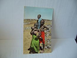AFRIQUE NOIRE 11. DJIBOUTI TYPES ISSSA CPSM FORMAT CPA GRAND COMPTOIR FRANCAIS DJIBOUTI - Djibouti