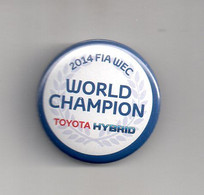 REF PC5 : Badge No Pin's Publicitaire Toyota World Champion 2014 FIA WEC Hybrid - Non Classés
