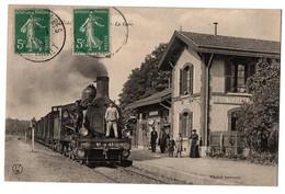 SAINT GERMAIN DES PRES LA GARE TRAIN A QUAI GROS PLAN ANIMEE - Other Municipalities