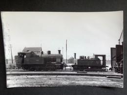 Photo Originale De Marc DAHLSTRÖM : Cie RENFE : Locomotive 040 T Et 020T à Valencia En 1965 - Trains