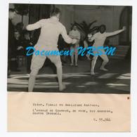 Photo De Sport / Escrime - Finale Du Challenge Agathon à Vichy - Gouraud Contre Croquez / Années 1940 - Sports