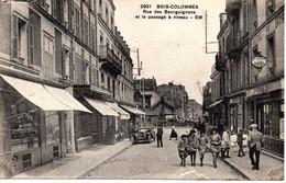 Cpa Bois Colombes  Rue Des Bourguignons Et Le Passage à Niveau Avec Magnifique Voiture.EM - Other Municipalities