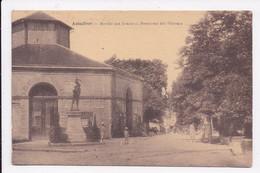 CP 47 ASTAFFORT Marché Aux Grains Et Monument Des Véterans - Astaffort